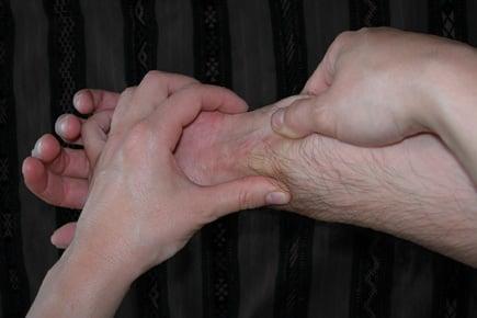 travail ostéopathique sur l'avant-bras